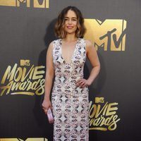 Emilia Clarke en la alfombra de los MTV Movie Awards 2016