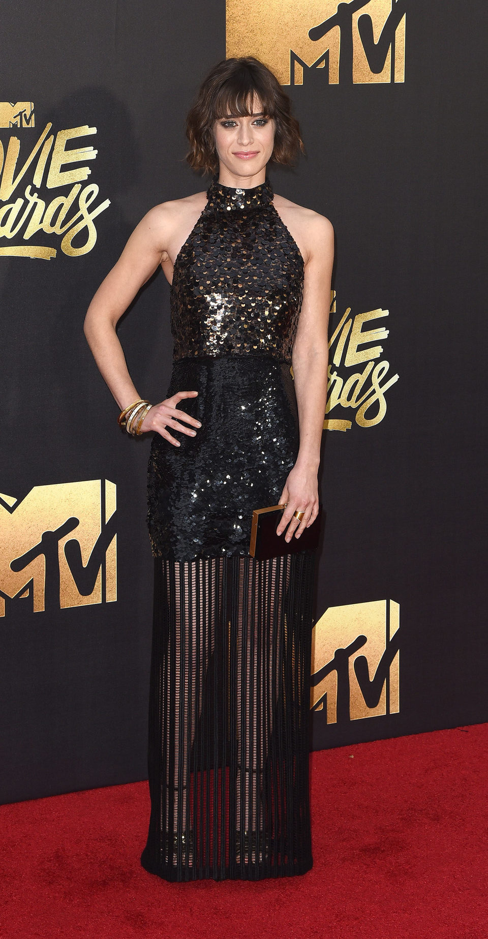Lizzy Caplan en la alfombra roja de los MTV Movie Awards 2016