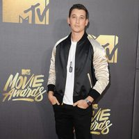 Miles Teller en la alfombra roja de los MTV Movie Awards 2016