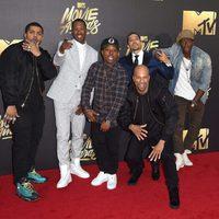 Common junto a otros actores en la alfombra roja de los MTV Movie Awards 2016