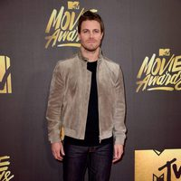 Stephen Amell en la alfombra roja de los MTV Movie Awards 2016