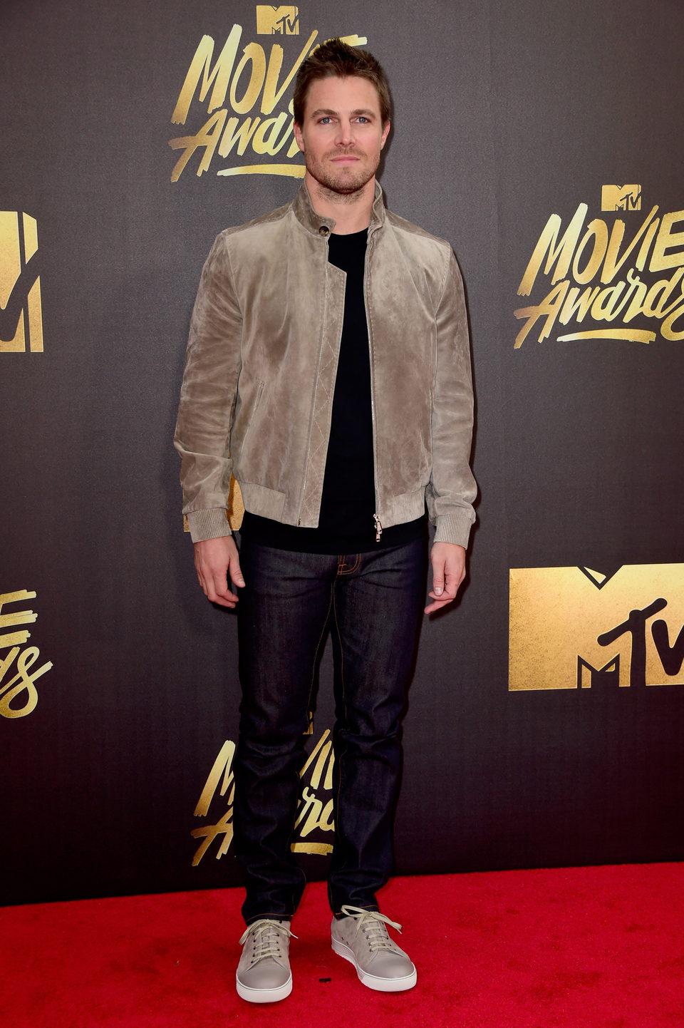 Stephen Amell en la alfombra roja de los MTV Movie Awards 2016