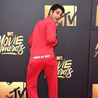 Tyler Posey bromeando en la alfombra roja de los MTV Movie Awards 2016