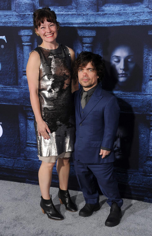 Peter Dinklage y Erica Schmidt en la premiere de la sexta temporada de 'Juego de Tronos'