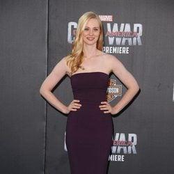 Deborah Ann Woll en la premiere mundial de 'Capitán América: Civil War'