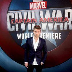 Luke Mitchell en la premiere mundial de 'Capitán América: Civil War'