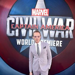 Paul Bettany en la premiere mundial de 'Capitán América: Civil War'