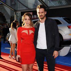 Chloe Bennet y Austin Nichols en la premiere mundial de 'Capitán América: Civil War'