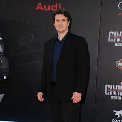 Nathan Fillion en la premiere mundial de 'Capitán América: Civil War'