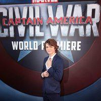 Ty Simpkins en la premiere mundial de 'Capitán América: Civil War'