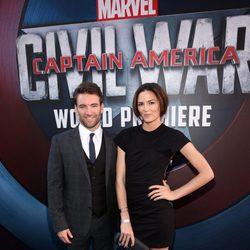 Sam Hargrave y Monique Ganderton en la premiere mundial de 'Capitán América: Civil War'