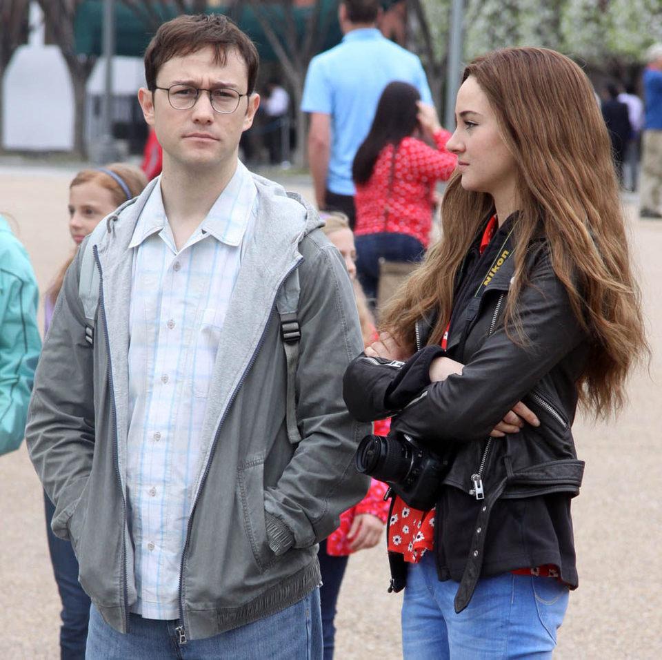 Snowden, fotograma 1 de 10