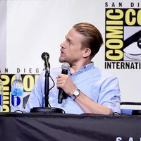 Charlie Hunnam talking at Comic-Con