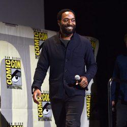 Chiwetel Ejiofor llegando a la Comic-Con
