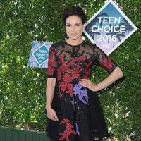 Lana Parrilla en la alfombra roja de los Teen Choice Awards 2016