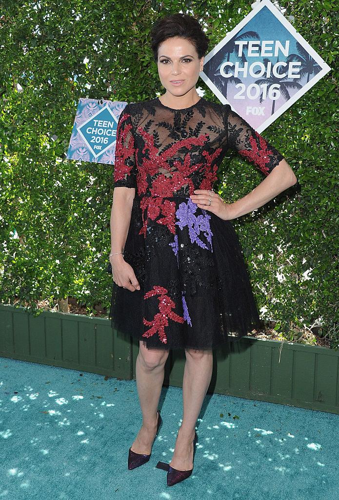 Lana Parrilla en la alfombra roja de los Teen Choice Awards 2016