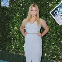 Sasha Pieterse en la alfombra roja de los Teen Choice Awards 2016