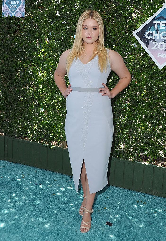 Sasha Pieterse en la alfombra roja de los Teen Choice Awards 2016
