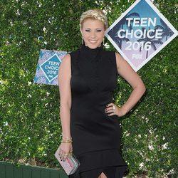 Jodie Sweetin en la alfombra roja de los Teen Choice Awards 2016