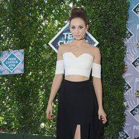 Troian Bellisario en la alfombra roja de los Teen Choice Awards 2016