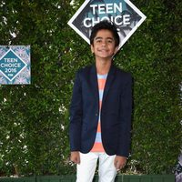 Neel Sheti en la alfombra roja de los Teen Choice Awards 2016