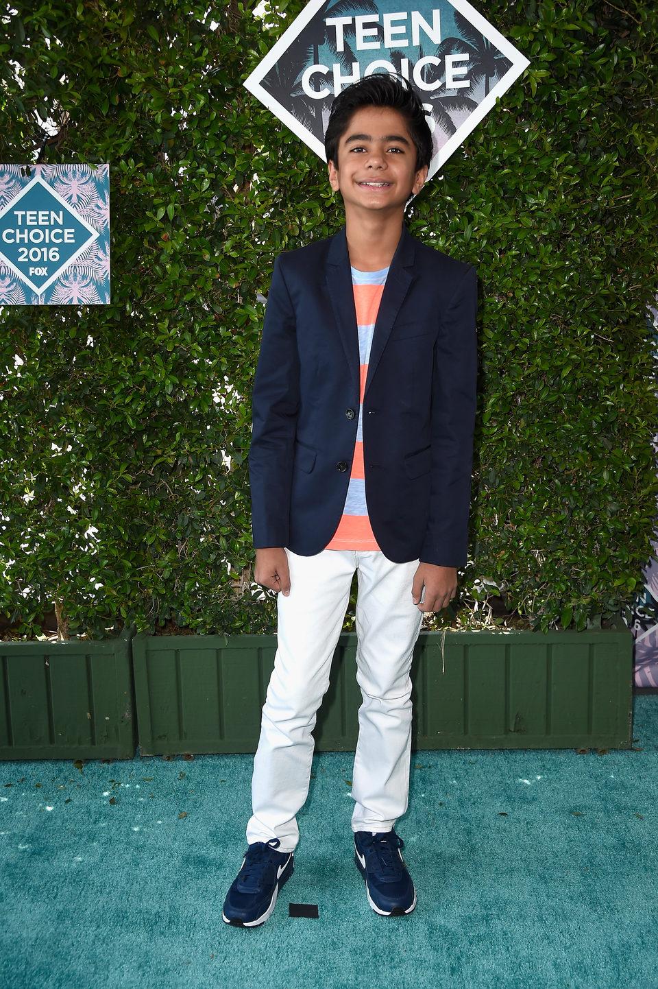 Neel Sheti en la alfombra roja de los Teen Choice Awards 2016