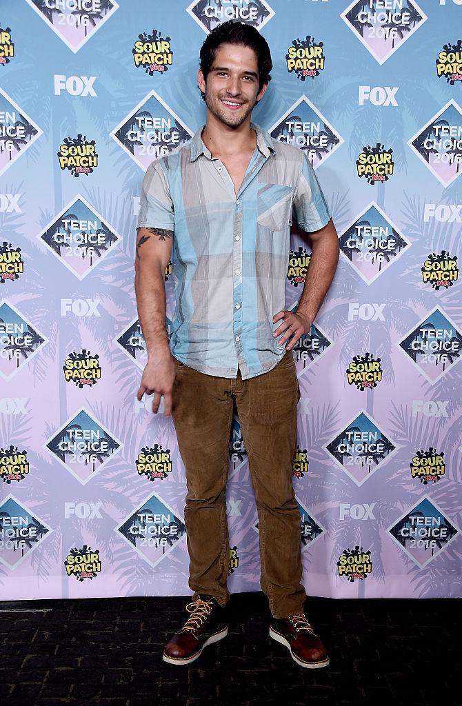 Tyler Posey en la alfombra roja de los Teen Choice Awards 2016