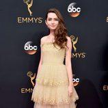 Emily Robinson en la alfombra roja de los Emmy 2016