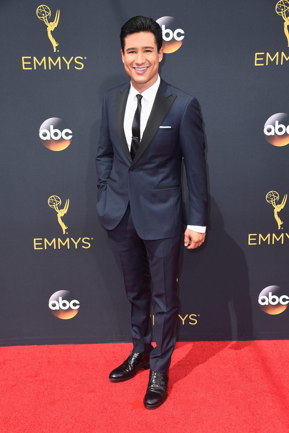 Mario Lopez en la alfombra roja de los Emmy 2016
