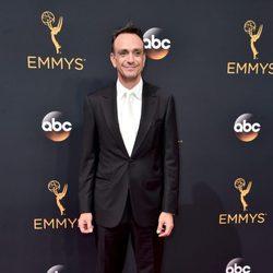 Hank Azaria en la alfombra roja de los Emmy 2016