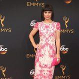Constance Zimmer en la alfombra roja de los Emmy 2016