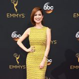 Ellie Kemper en la alfombra roja de los Emmy 2016