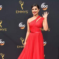 Priyanka Chopra en la alfombra roja de los Emmy 2016