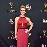 Rhea Seehorn en la alfombra roja de los Emmy 2016