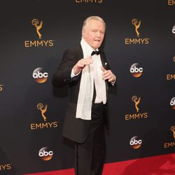 Jon Voight en la alfombra roja de los Emmy 2016