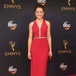 Tatiana Maslany en la alfombra roja de los Emmy 2016