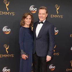 Bryan Crasnton y Robin Dearden en la alfombra roja de los Emmy 2016
