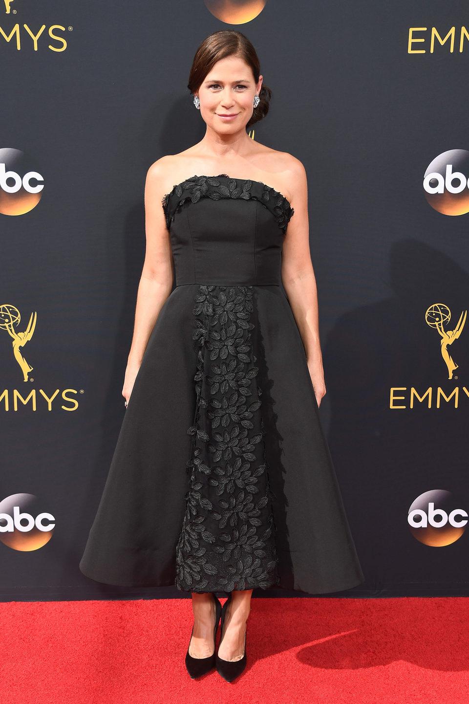 Maura Tierney en la alfombra roja de los Emmy 2016