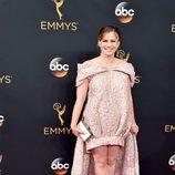 Anna Chlumsky en la alfombra roja de los Emmy 2016