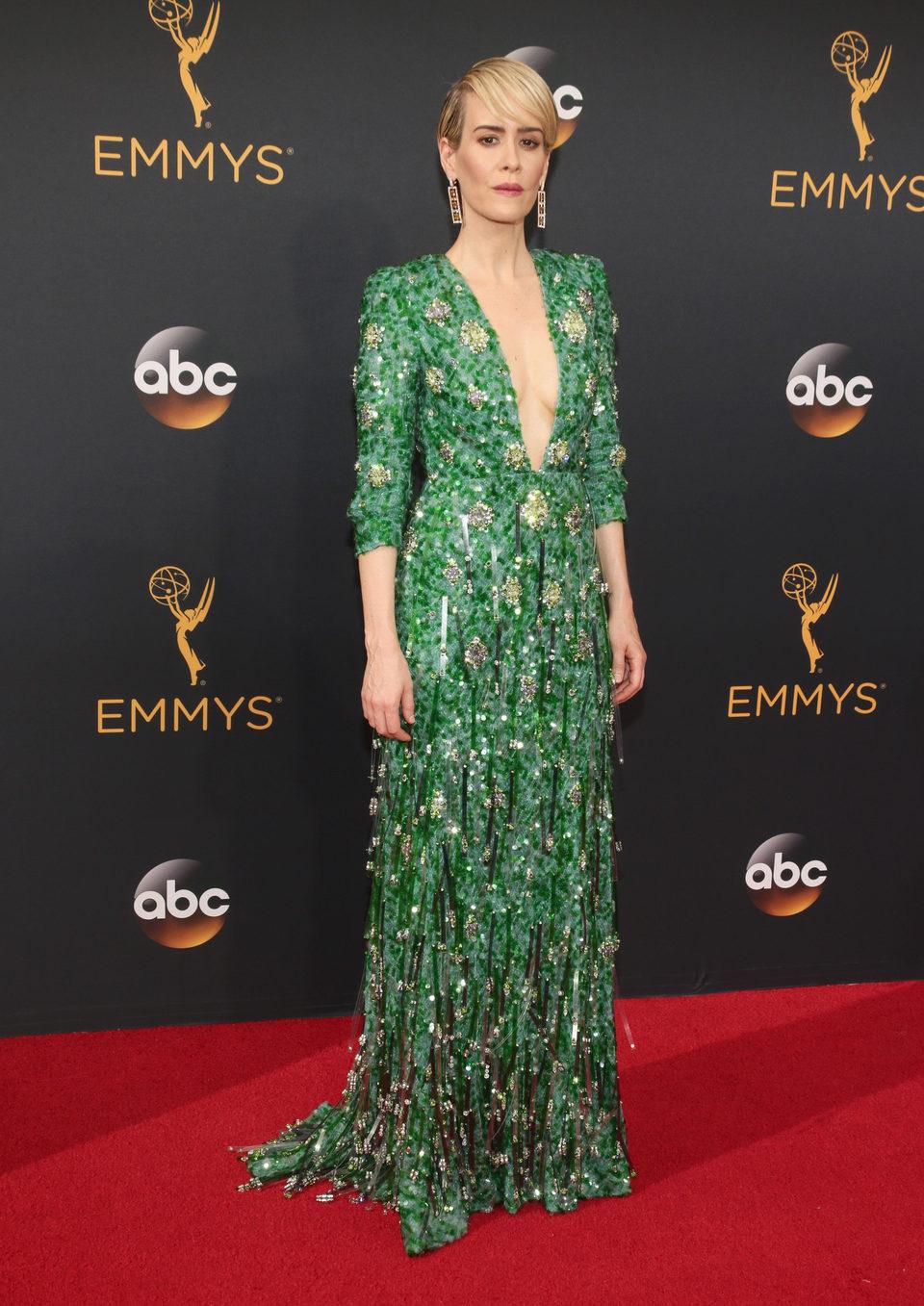 Sarah Paulson en la alfombra roja de los Emmy 2016