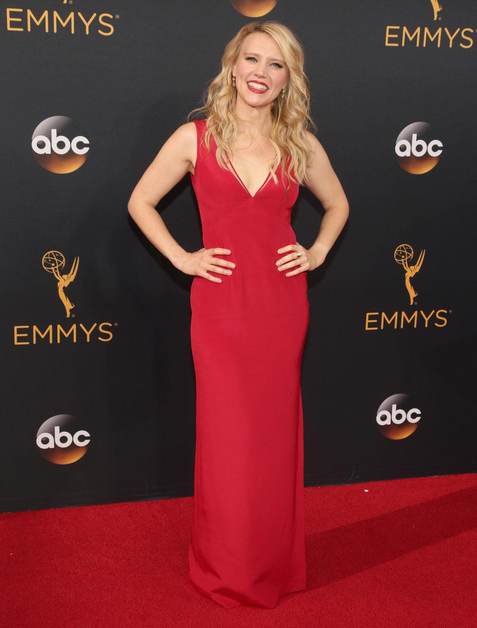 Kate McKinnon en la alfombra roja de los Emmy 2016