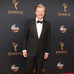Jesse Plemons en la alfombra roja de los Emmy 2016