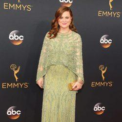 Amy Poehler en la alfombra roja de los Emmy 2016