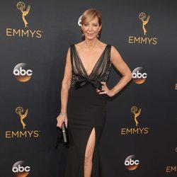 Allison Janney en la alfombra roja de los Emmy 2016