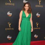 Tina Fey en la alfombra roja de los Emmy 2016