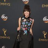 Maisie Williams en la alfombra roja de los Emmy 2016