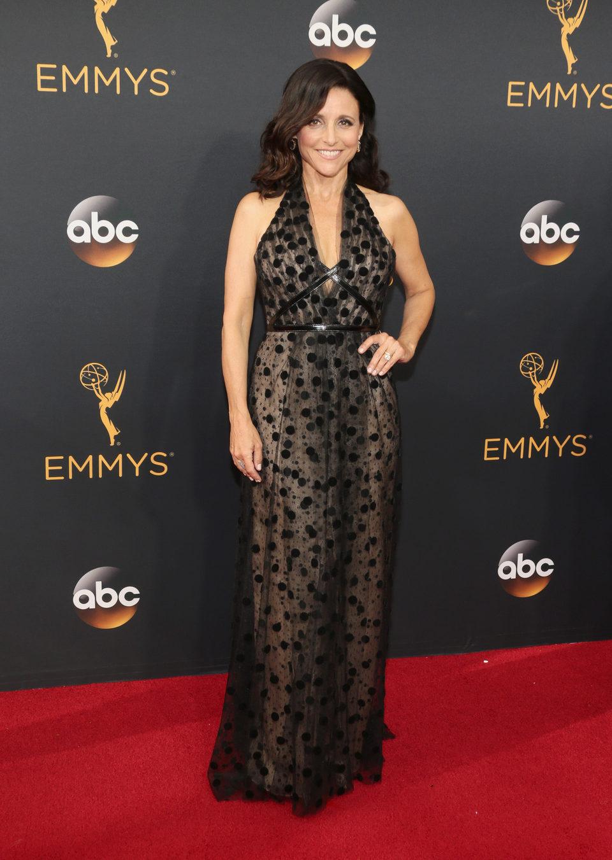 Julia Louis-Dreyfus en la alfombra roja de los Emmy 2016