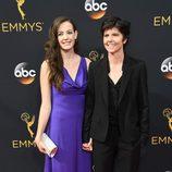 Tig Notaro y Stephanie Allyne en la alfombra roja de los Emmy 2016