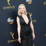 Kirsten Dunst en la alfombra roja de los Emmy 2016