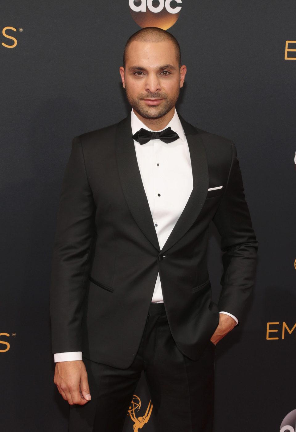Michael Mando en la alfombra roja de los Emmy 2016